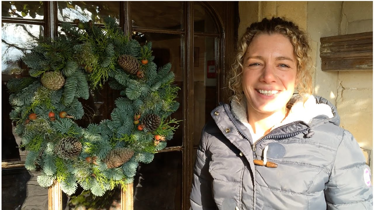 How to make a Christmas wreath from scratch