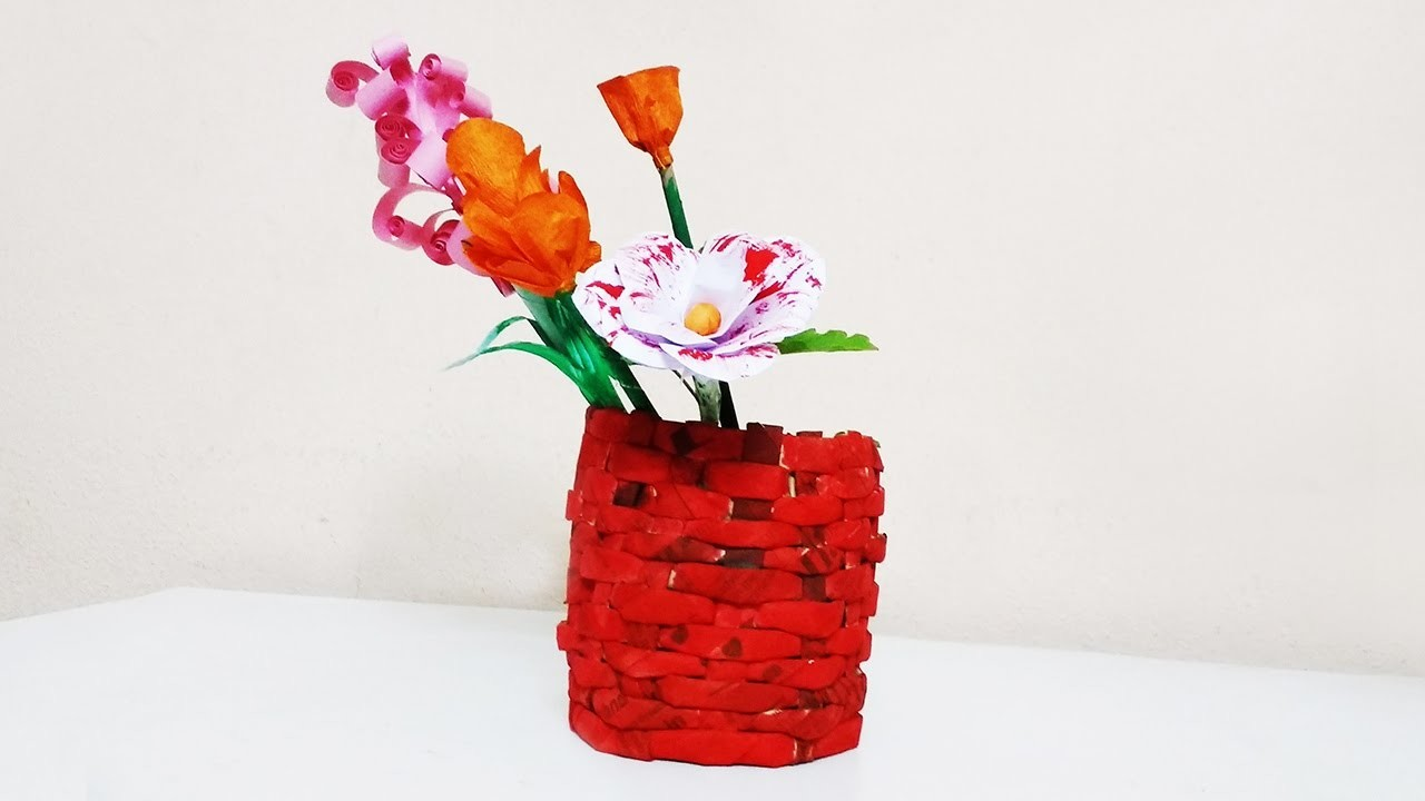 Easy to make flower vase with newspaper
