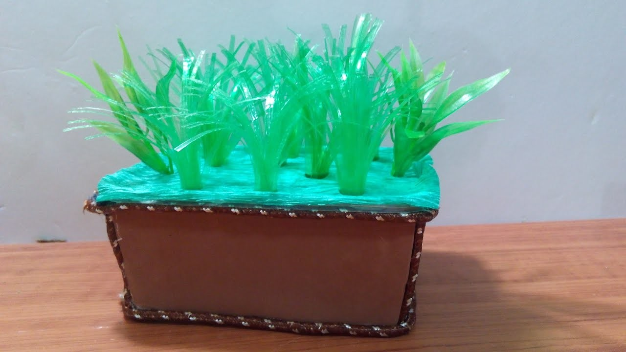 DIY Crafts - Recycling Ideas - How to Make a Planter out of Plastic Bottles + Tutorial .