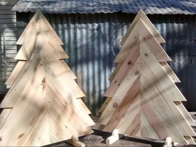 Build a pallet wood Christmas tree