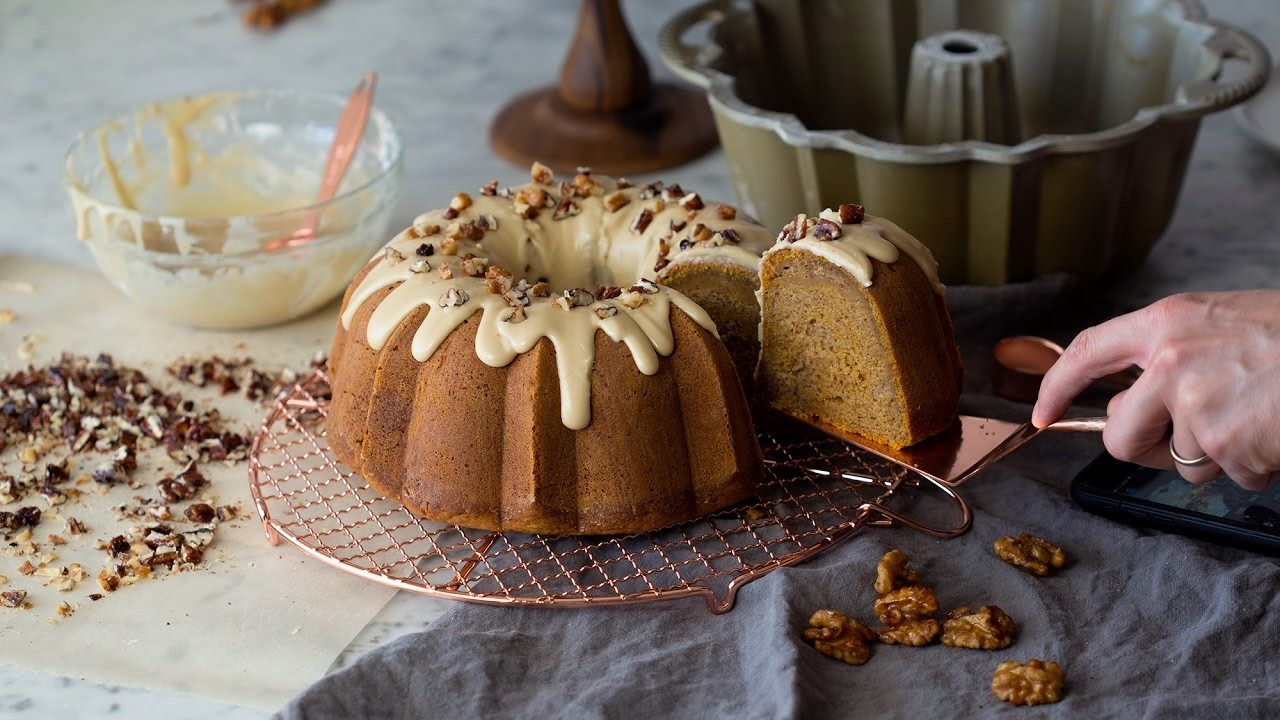 How to Make a Pumpkin Bundt Cake
