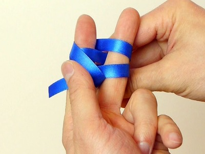 Use Your Fingers or a Fork - How to Make a Mini Bow