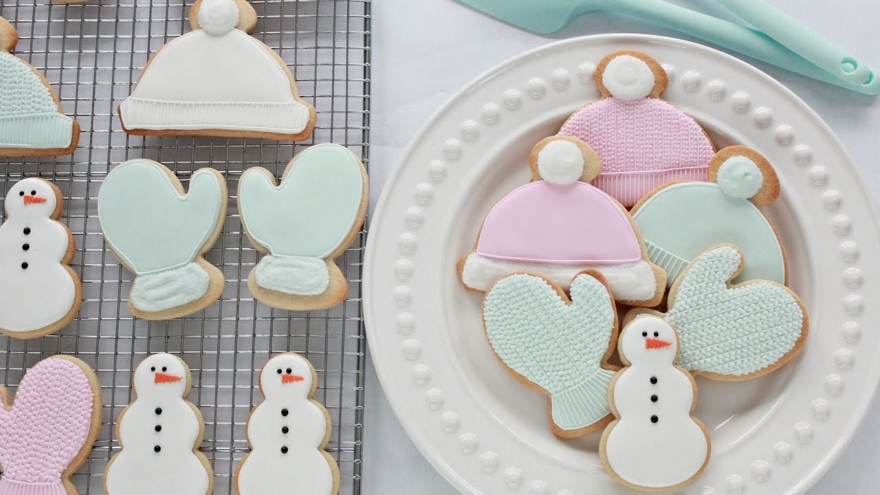 How to Decorate Cable Knit Mitten Cookies with Royal Icing