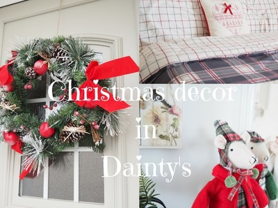 Christmas decor in Dainty's, a Christmas house tour