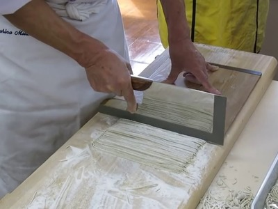 How To : Japanese Chef Makes Noodles By Hand ★ ★  Soba Noodles