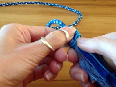 Making a tassel on a cord. Een kwastje maken aan een koord