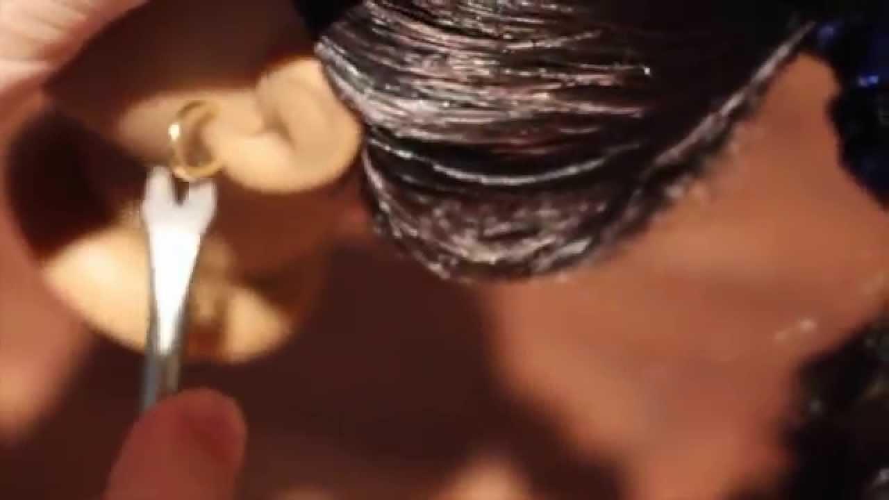 How to remove Josephina's earrings