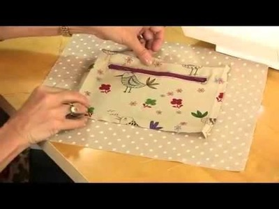 Tote bag with zipped divider and pocket tutorial by Debbie Shore