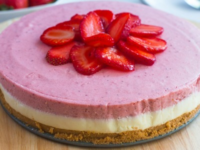 No-Bake White Chocolate Strawberry Mousse Cake Recipe