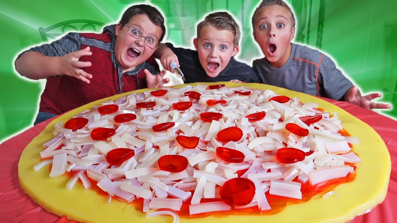 DIY GIANT GUMMY PIZZA! Kids vs FOOD | Family Fun Toys & Games