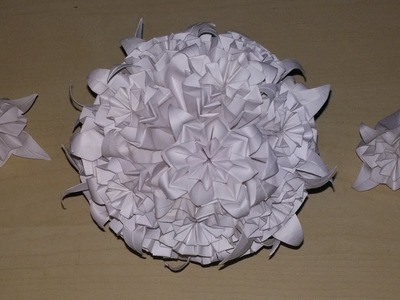 The decorative paper ball of flower arrangement is made from origami