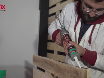 DIY - How to Build a Pallet Wall Shelf