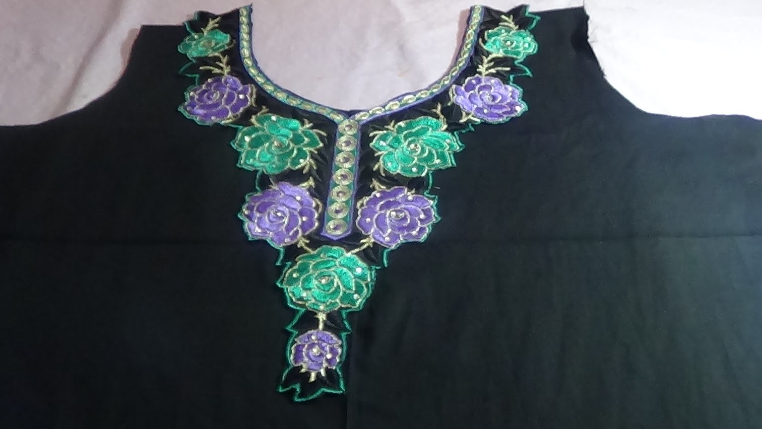 How To Attach Appliqué On The Neckline Of The Kameez.Kurti