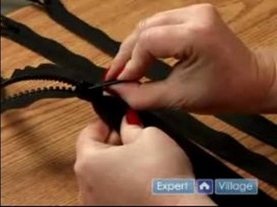 How to Sew Buttons & Zippers  : How to Sew With Zippers