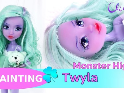 REPAINTING - Monster High Haunted Getting Ghostly Twyla