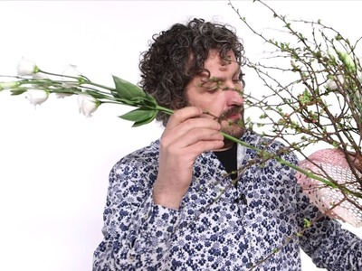 A Fan Shaped Bouquet   Flower Factor How to Make   Powered by Van der Lugt Lisianthus