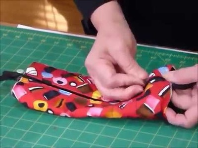 How to make Zippered Pouches using 10  squares   Quilting Tips & Techniques 175via torchbrowser com
