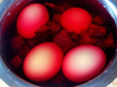 How To Dye Eggs with foods! How to Make Food Coloring for Easter!