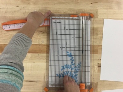 How to use the paper cutter