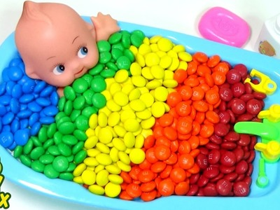 Baby Doll Bath Time Learn Colors M&M Chocolate peppa pig Orbeez DIY