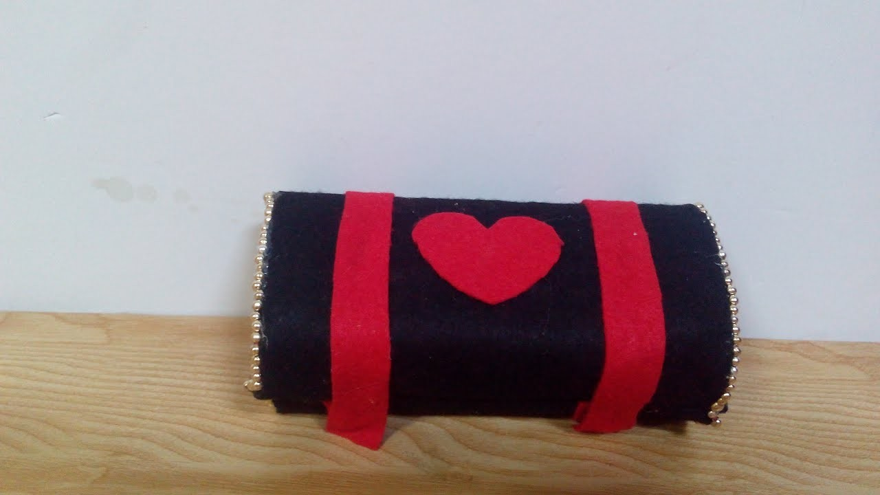 Diy recycling ideas how to make a glasses case out of for Glasses made out of bottles