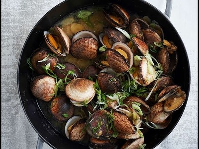 How To Make A 7-Ingredient Miso Clam Dish