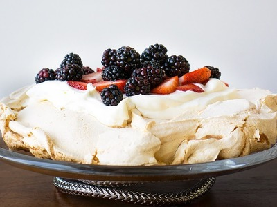 How to Make Homemade Strawberry Pavlova