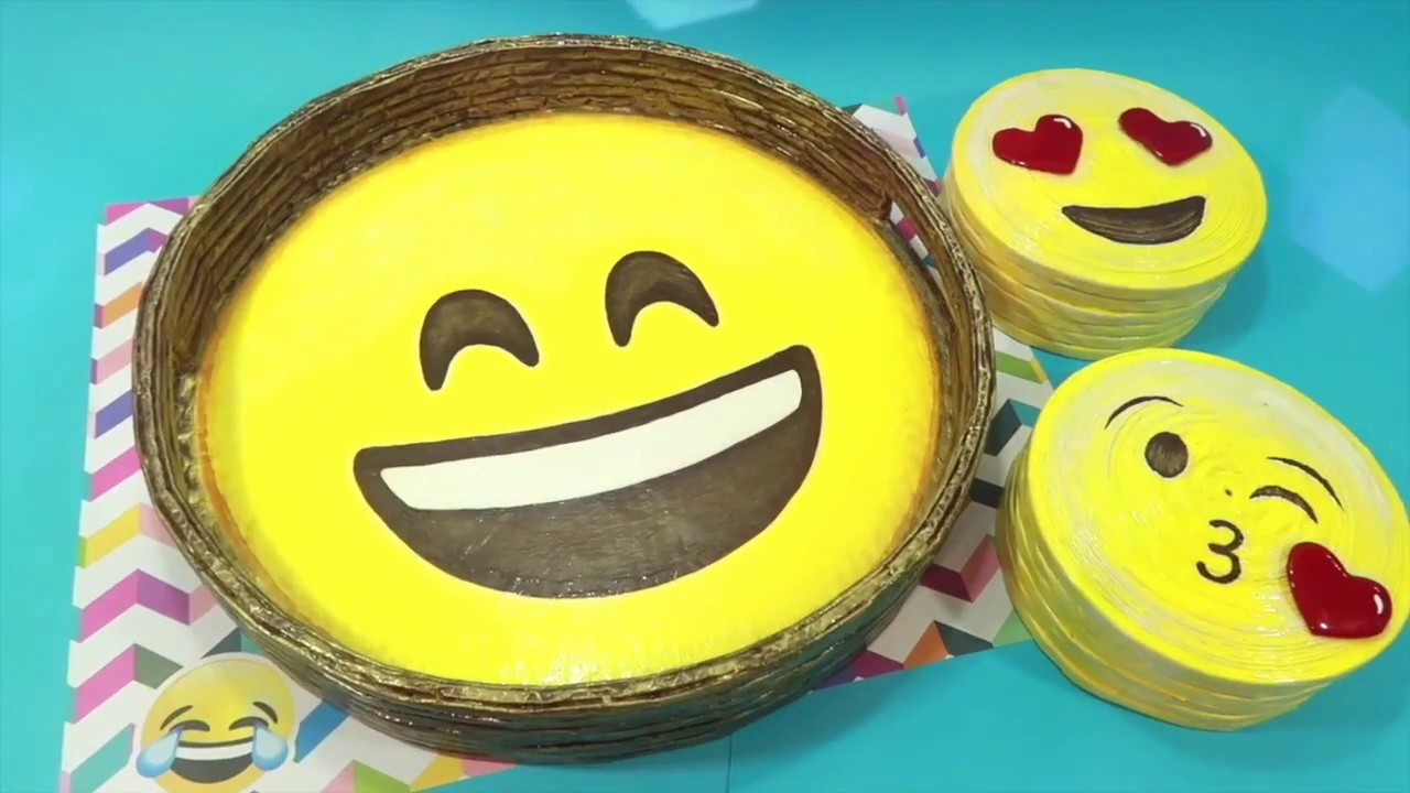 5 Minute Crafts. EMOJI TRAY. EASY CRAFTS. DIY