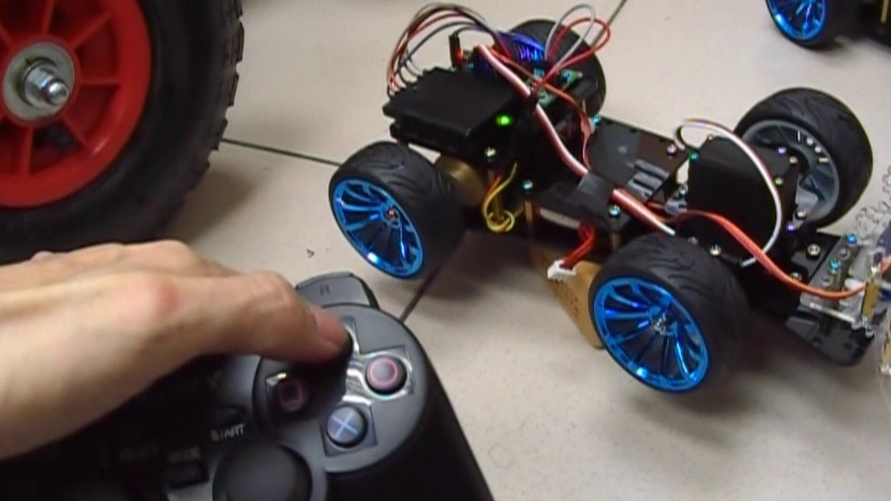 A Cheap DIY RF Controlled Arduino Car with a Gripper (帶前夾之自製Arduino遙控車)