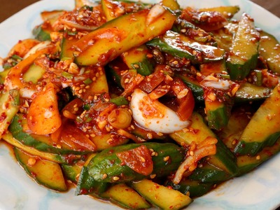 Spicy cucumber side dish (Oi-muchim: 오이무침)