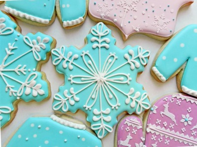 How to Decorate a Snowflake Cookie
