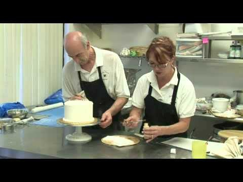 How to Make Cake Decorations for a First Communion