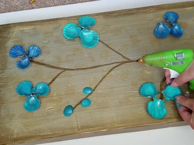 Cuadro de conchas azules. wall art with blue shells and cardboard