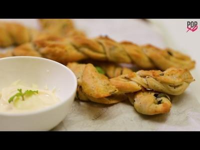 How To Make Domino's Style Twisty Garlic Bread - POPxo Food