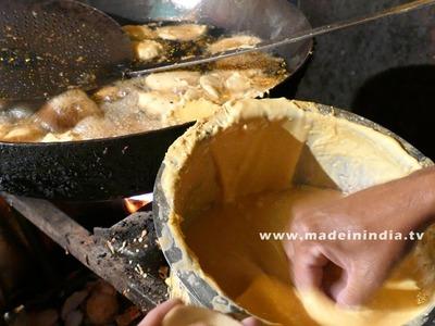 How to make poori bhaji   batata bhaji   Batatyachi bhaji    2017 Street Food