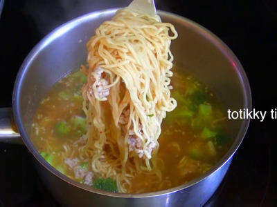 Instant Noodle with Minced Pork : Thai Food Part 20 : How to Make Thai Food at Home