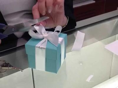 Como dar um laço igual da Tiffany ! Tie a Tiffany bow !