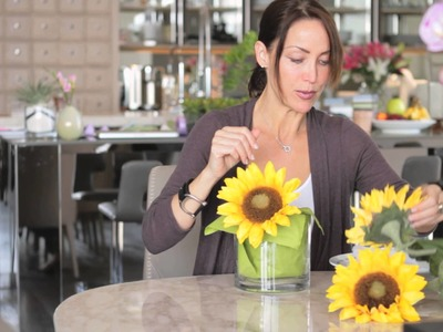 How to Decorate a Table With Sunflowers : Setting the Table With Style