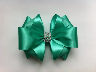 The decoration on the hairpin Kanzashi. Lush Mint bow