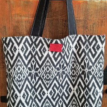 Black and white market bag