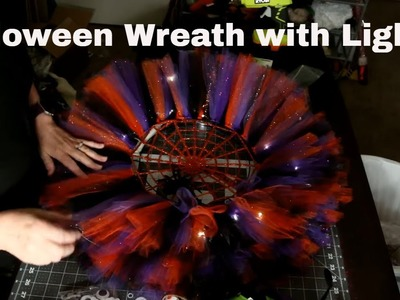 How to make a Halloween Wreath with tulle and spooky lights