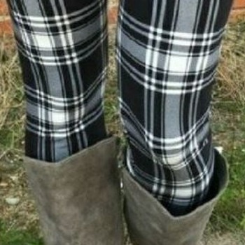 One Size Black White Plaid Leggings
