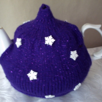 Snow flake tea cosy