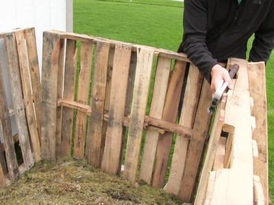 5 Minute DIY Compost Corral for FREE!
