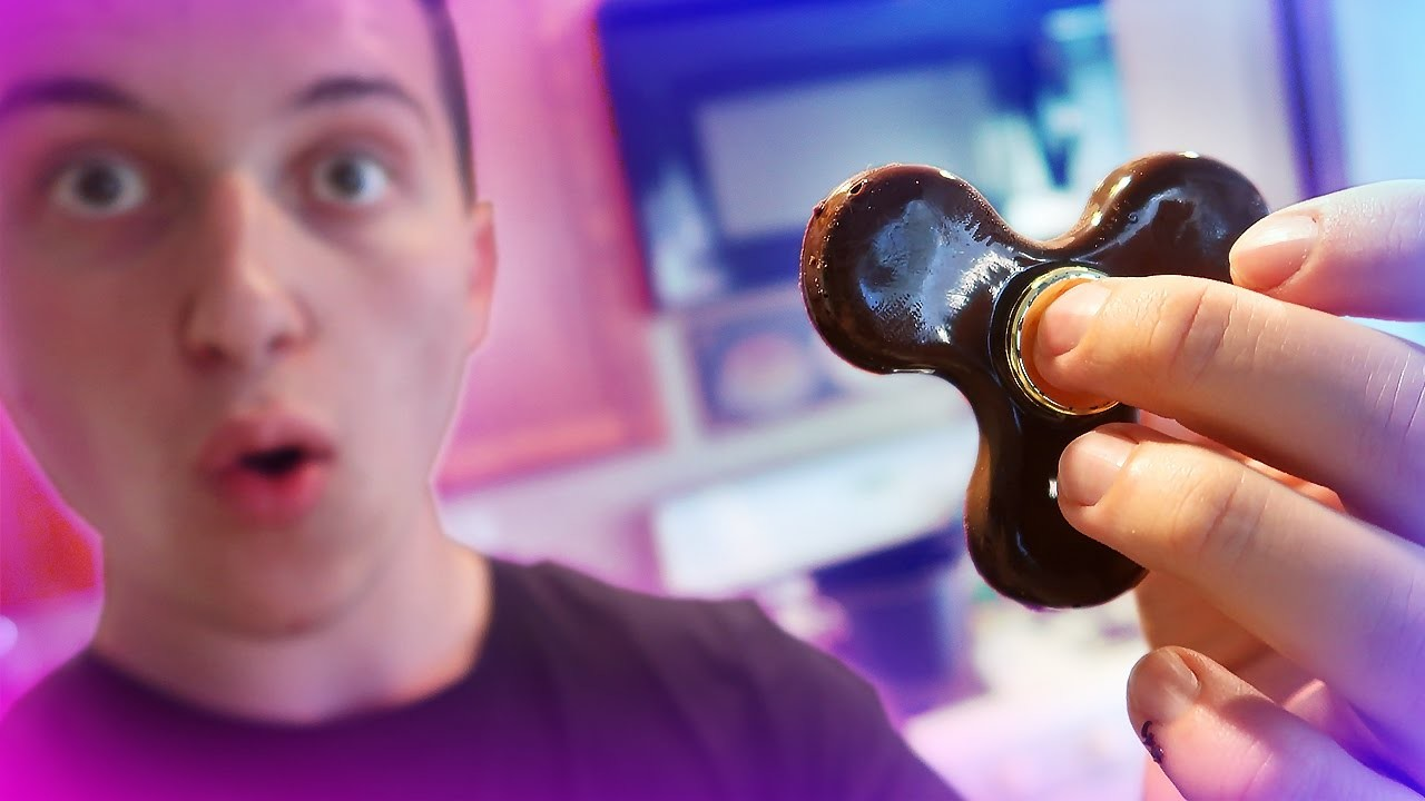 HOW TO MAKE A FIDGET SPINNER OUT OF CHOCOLATE!! (SUPER EASY DIY)