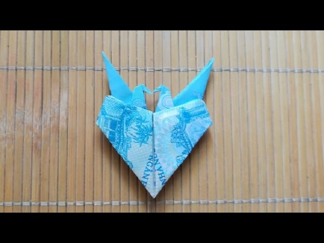 Instructed how to fold a couple of crane heart by money