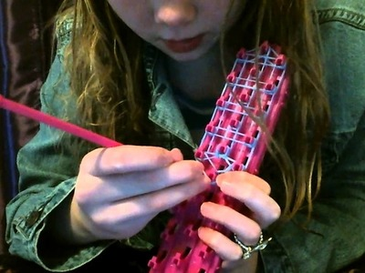 My first video! How to make a Cra-z- loom bow!
