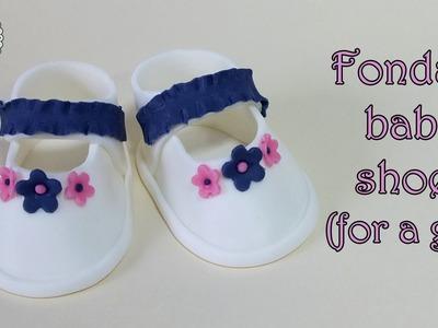 Fondant baby shoes for a girl. Buciki z masy cukrowej dla dziewczynki