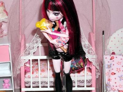 Monster High Draculaura in: The babysitter vampire (stop motion)