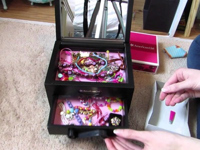 Setting up Isabelle's Jewelry Box with my AG's jewelry!